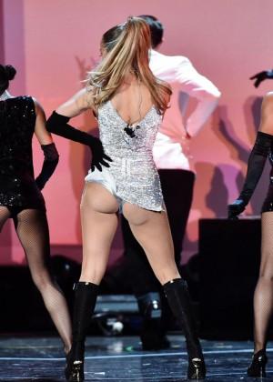 Jennifer Lopez Performs Live at 2014 Fashion Rocks -04