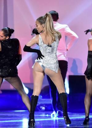 Jennifer Lopez Performs Live at 2014 Fashion Rocks -05
