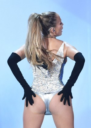 Jennifer Lopez Performs Live at 2014 Fashion Rocks