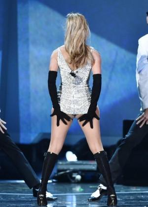 Jennifer Lopez Performs Live at 2014 Fashion Rocks -07