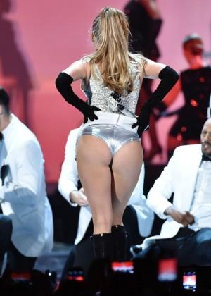 Jennifer Lopez Performs Live at 2014 Fashion Rocks -08