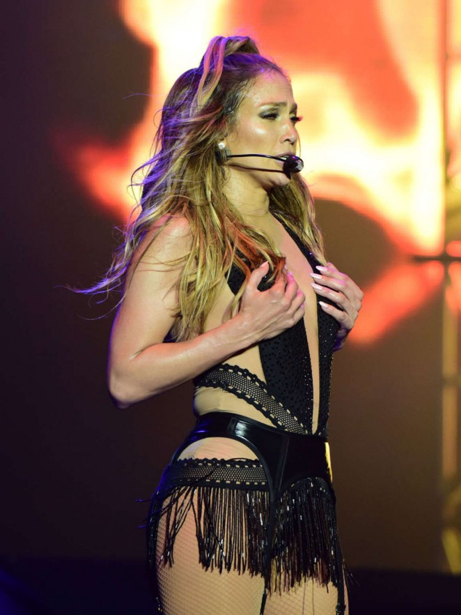 Jennifer Lopez - Performs Live at Singapore Grand Prix in Padang