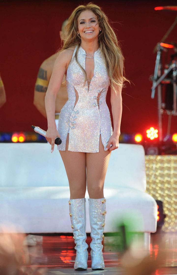 Jennifer lopez performs live on good morning america 01 Where does jennifer lopez live