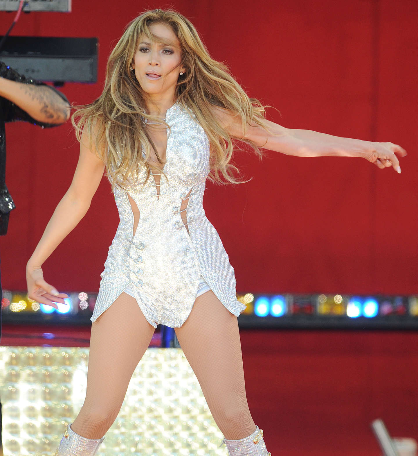 Jennifer lopez performs live on good morning america 12 Where does jennifer lopez live