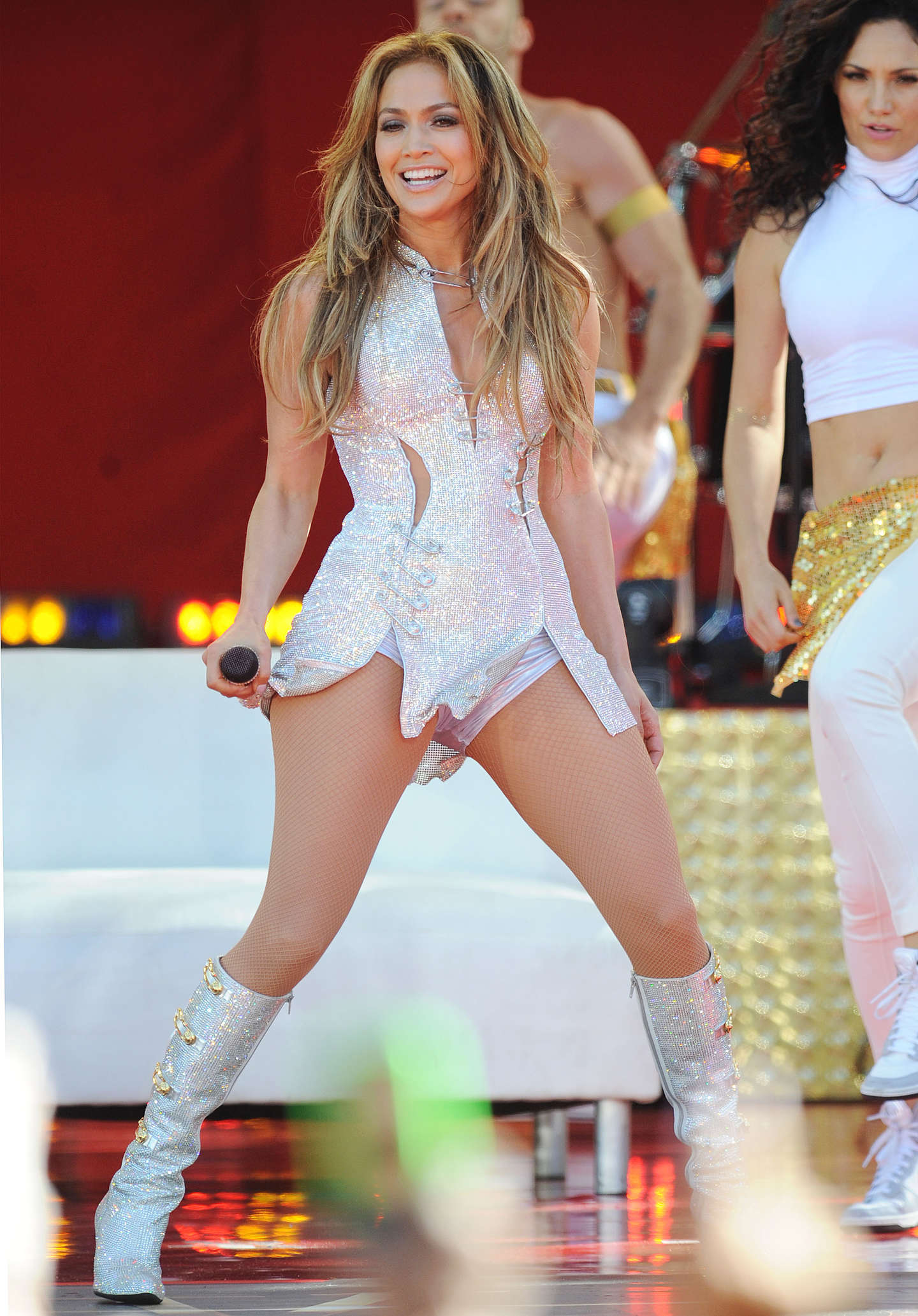 Jennifer lopez performs live on good morning america in Where does jennifer lopez live