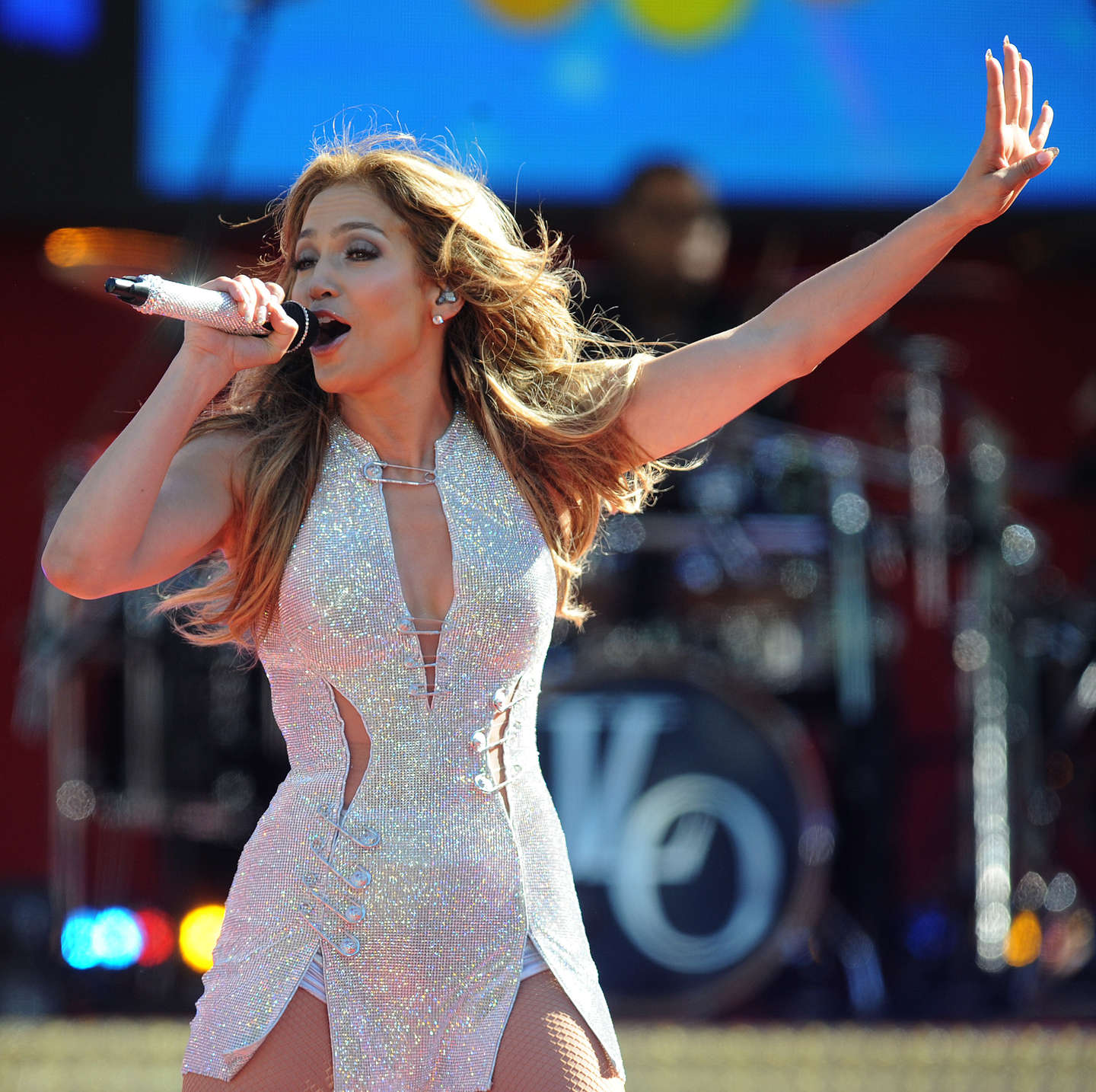 Jennifer lopez performs live on good morning america 34 Where does jennifer lopez live