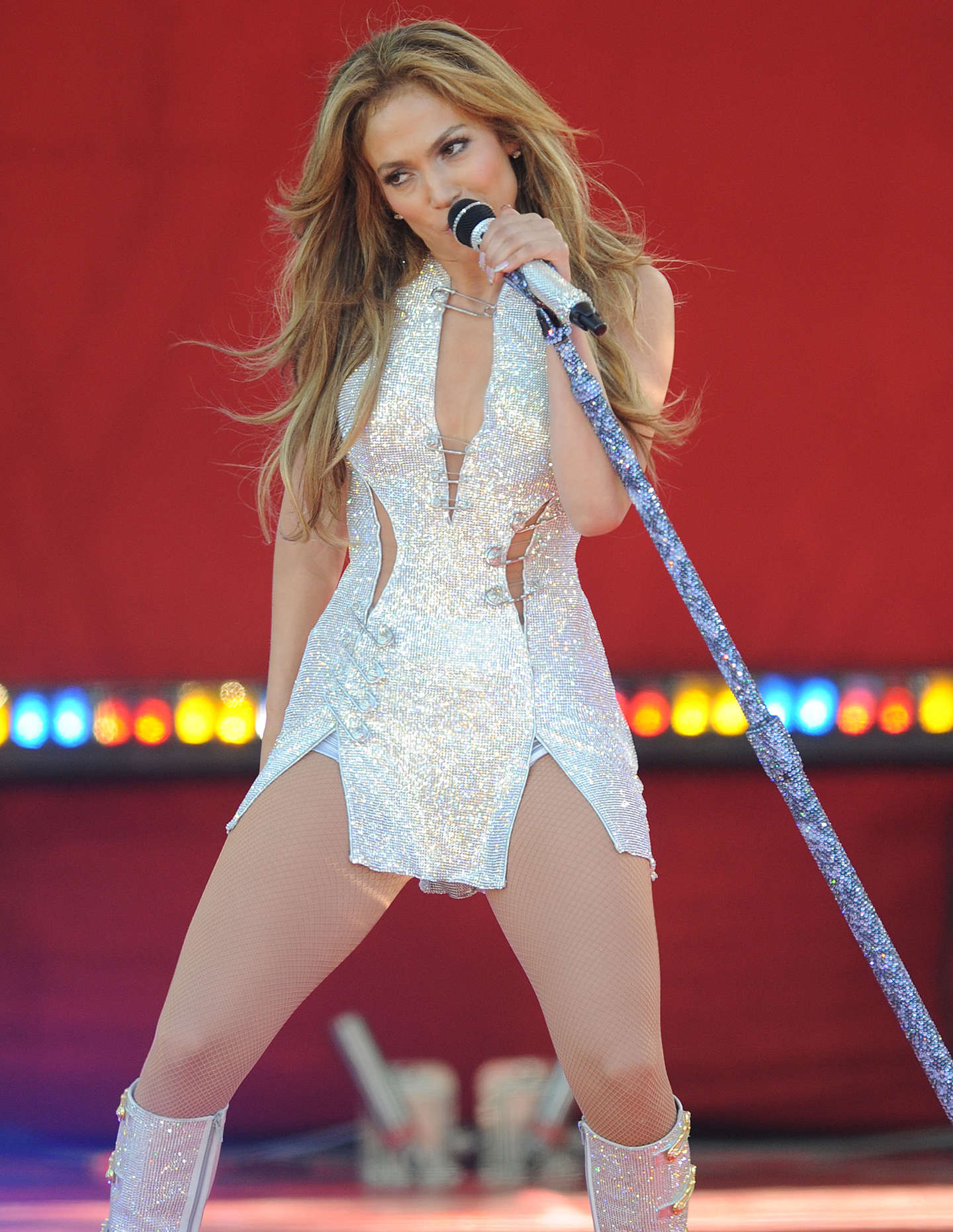 Jennifer lopez performs live on good morning america 42 Where does jennifer lopez live