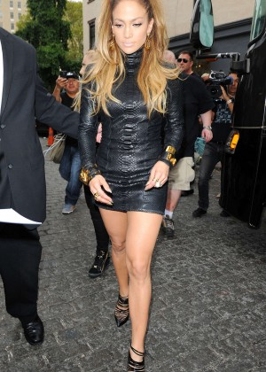 Jennifer Lopez in Tight Black Dress Shooting a video music in New York