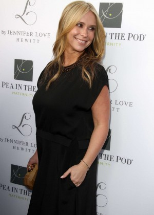Jennifer Love Hewitt: A Pea In The Pod Launch -13