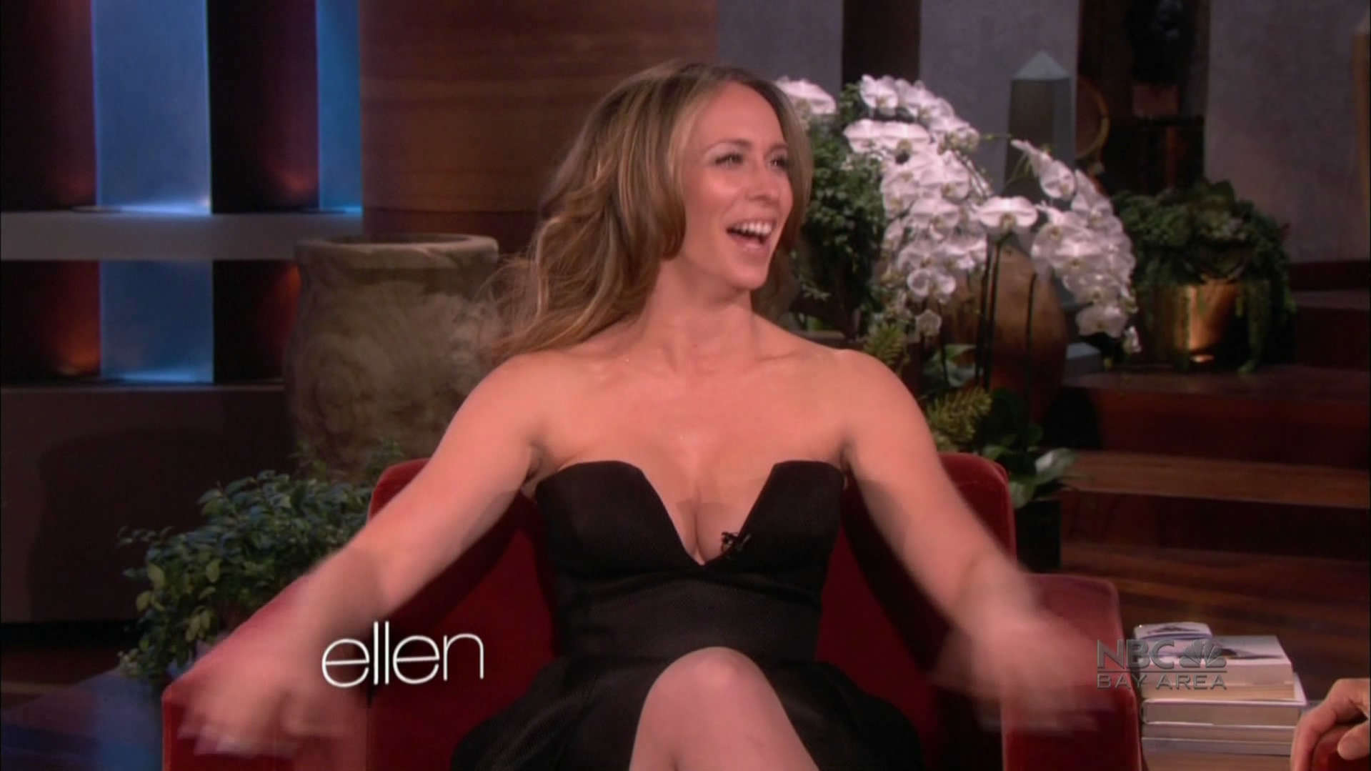 Jennifer-Love-Hewitt-at-Ellen-2013--07.j