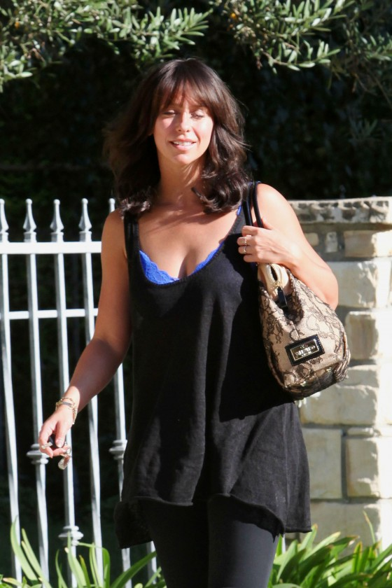 Jennifer Love Hewitt 2011 : Jennifer Love Hewitt – Blue Bra Candids-06