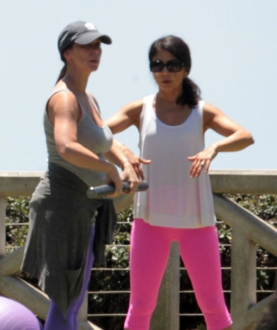 Jennifer Love Hewitt - doing yoga in Santa Monica -04