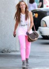 Jennifer Love Hewitt In a pink pants-03