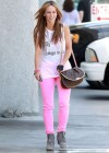 Jennifer Love Hewitt In a pink pants-06