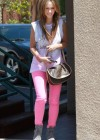 Jennifer Love Hewitt In a pink pants-07