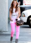 Jennifer Love Hewitt In a pink pants-08