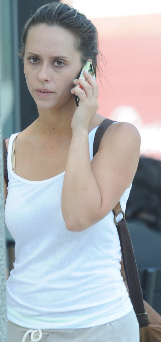 Jennifer Love Hewitt looks pretty with no make up in Santa Monica 8/7/12 [HQ Adds]