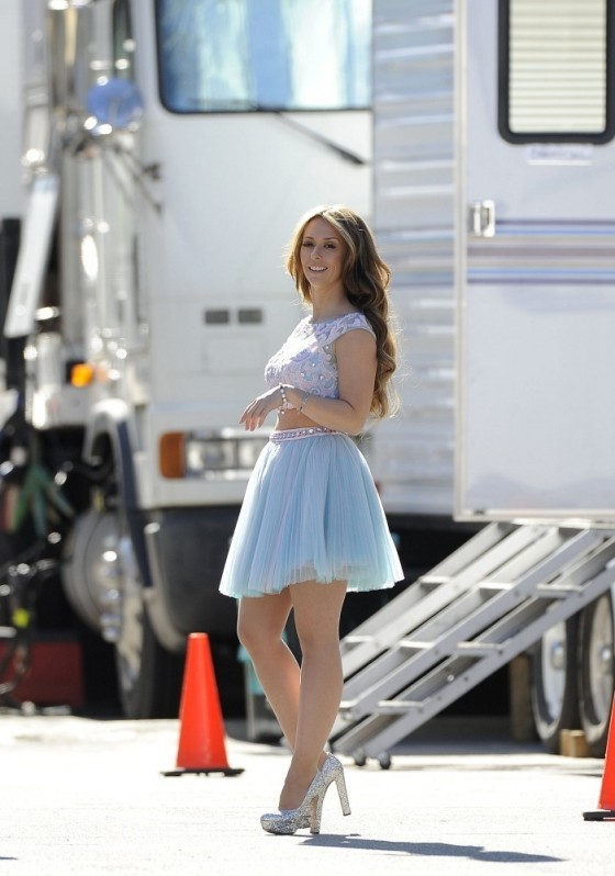 "Jennifer Love Hewitt – on the set of ""The Client List"" in Los Angeles"