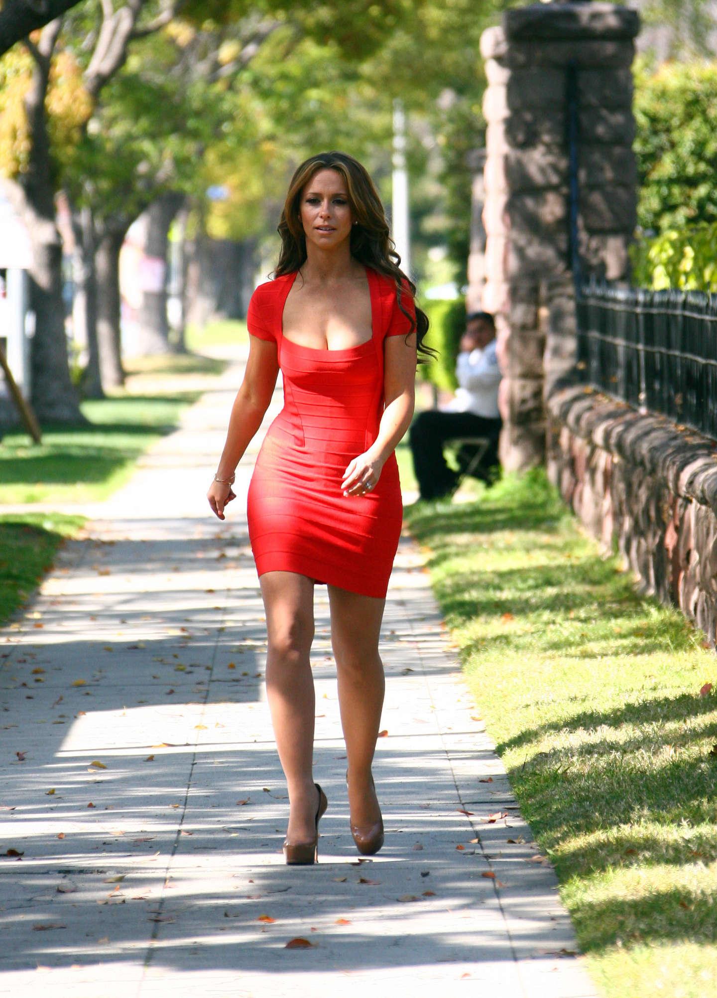 jennifer love hewitt wear red tight dress on the set of