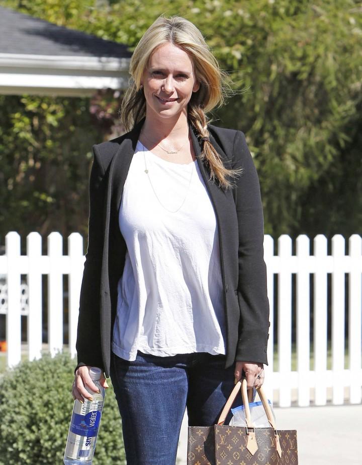 Jennifer Love Hewitt jeans style -12