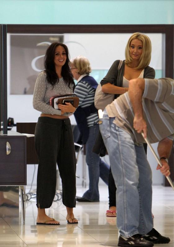 Jennifer Metcalfe in baggy track pants-02
