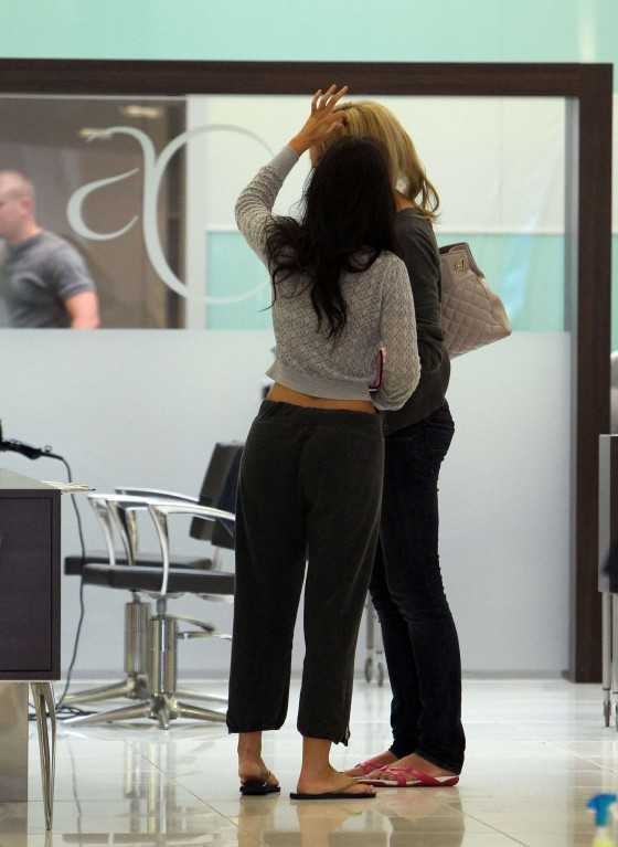 Jennifer Metcalfe in baggy track pants-12