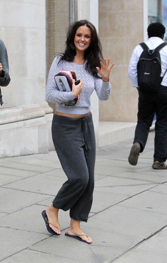 Jennifer Metcalfe in baggy track pants-13