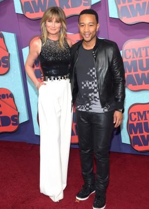 Jennifer Nettles: 2014 CMT Music Awards -02