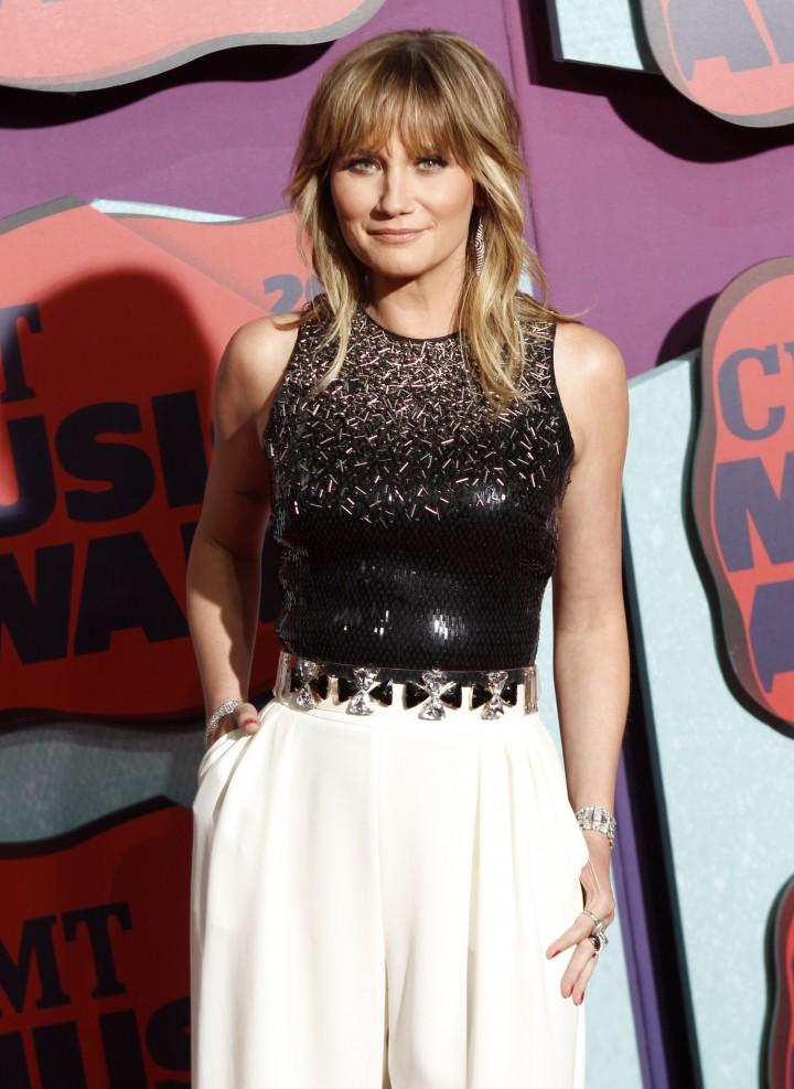 Jennifer Nettles: 2014 CMT Music Awards -08
