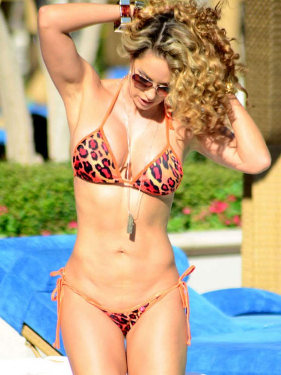 Jennifer Nicole Lee wearing bikini at the pool in Las Vegas