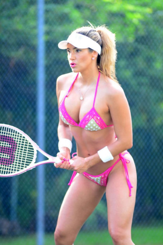 Jennifer Nicole Lee Looks Hot While Playing Tennis in Bikini