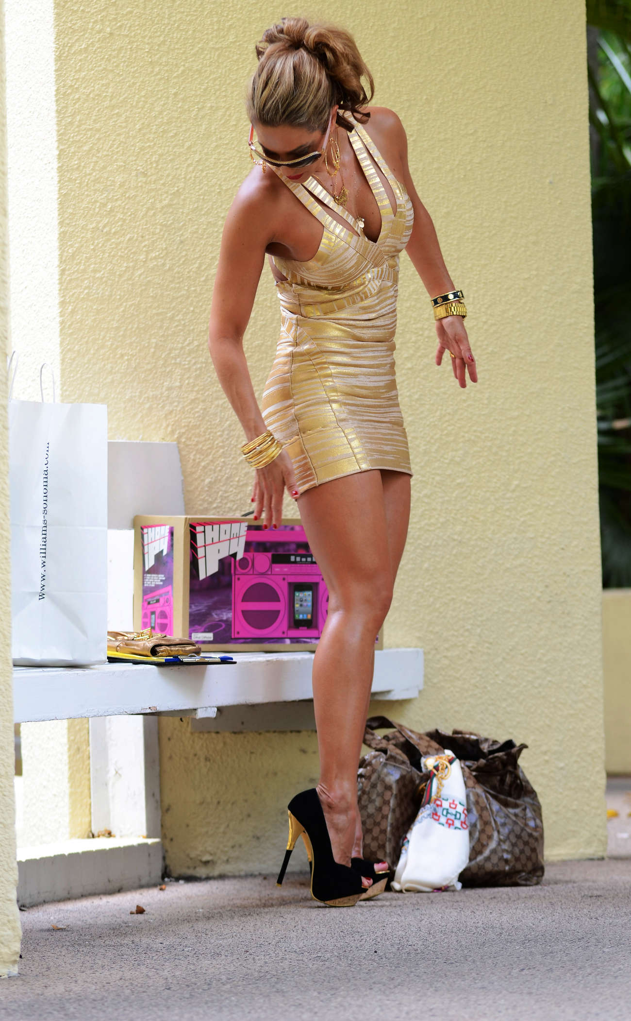 http://www.gotceleb.com/wp-content/uploads/celebrities/jennifer-nicole/lee-gold-dress-candids-miami-beach/Jennifer%20Nicole%20Lee%20-%20Gold%20Dress%20candids-11.jpg