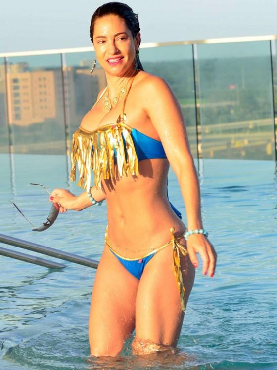 Jennifer Nicole Lee in Bikini at Pool in Dallas