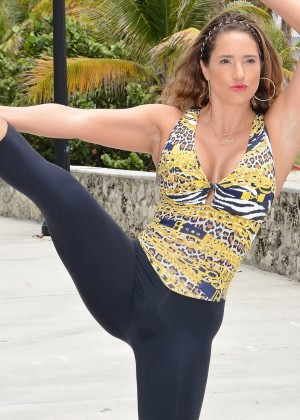 Jennifer Nicole Lee Workout in a park in South Beach-05