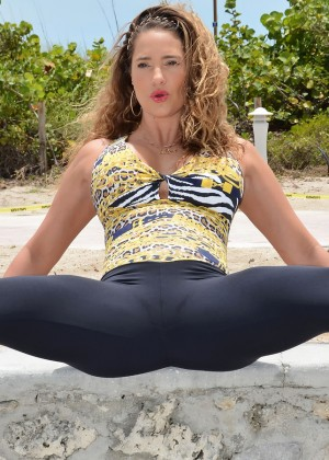 Jennifer Nicole Lee Workout in a park in South Beach-06