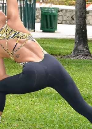 Jennifer Nicole Lee Workout in a park in South Beach-07