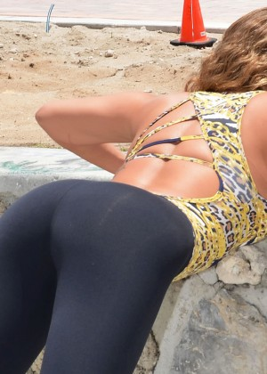 Jennifer Nicole Lee Workout in a park in South Beach-09