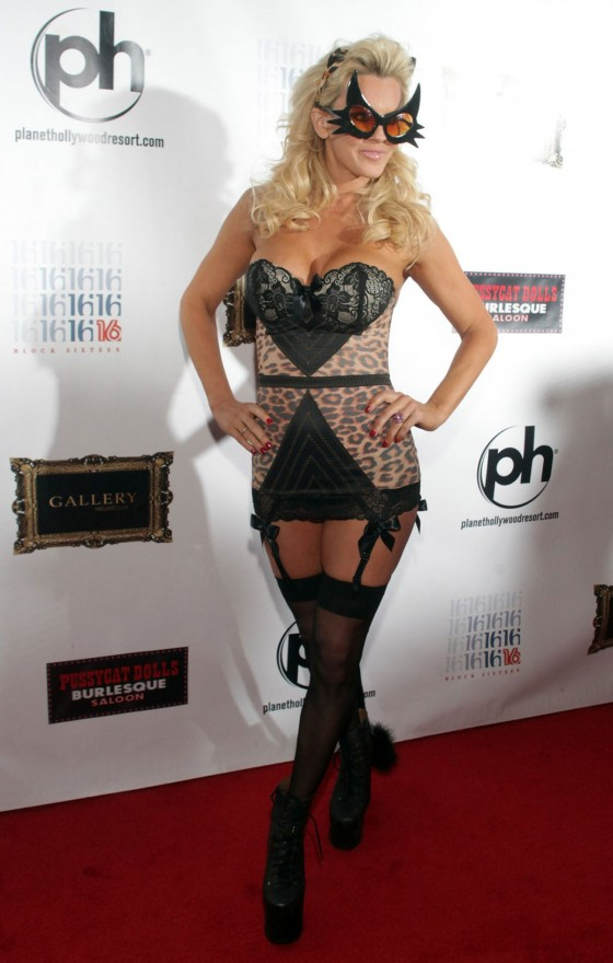 Jenny McCarthy – 2012 Halloween Birthday Party-01