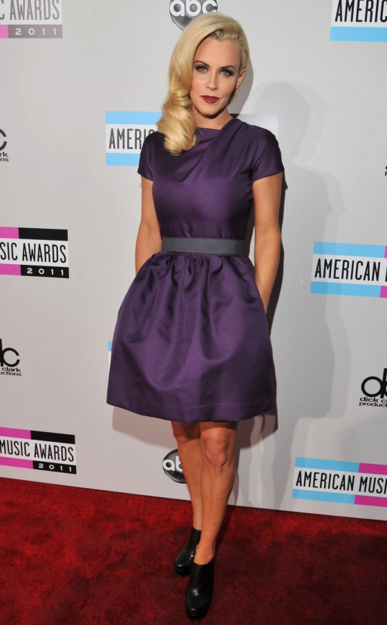 Jenny McCarthy at 2011 Annual American Music Awards-04