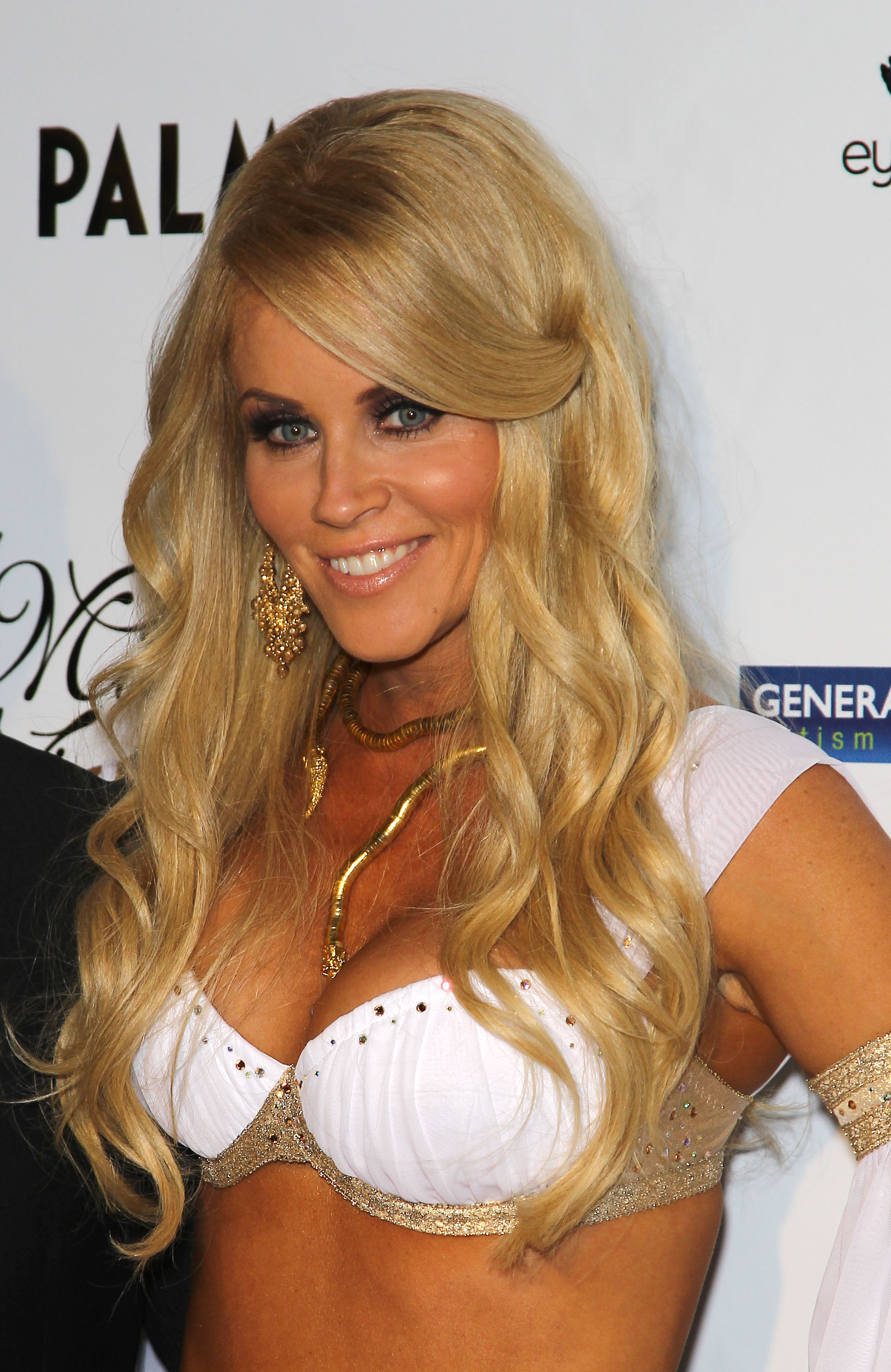 jenny-mccarthy-midsummer-nights-dream-party-in-las-vegas-03.jpg