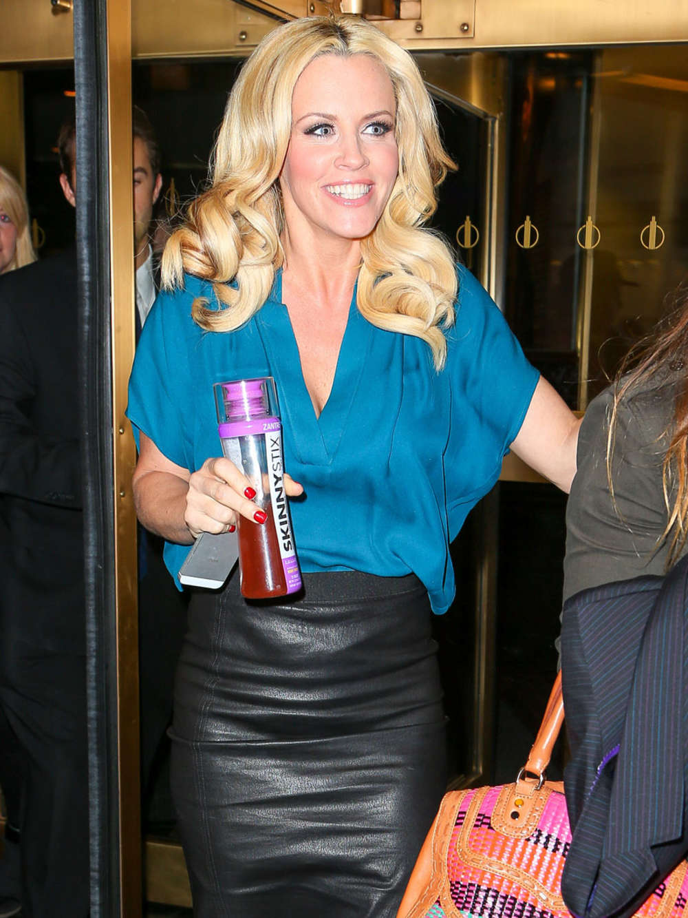 jenny mccarthy in leather skirt -01