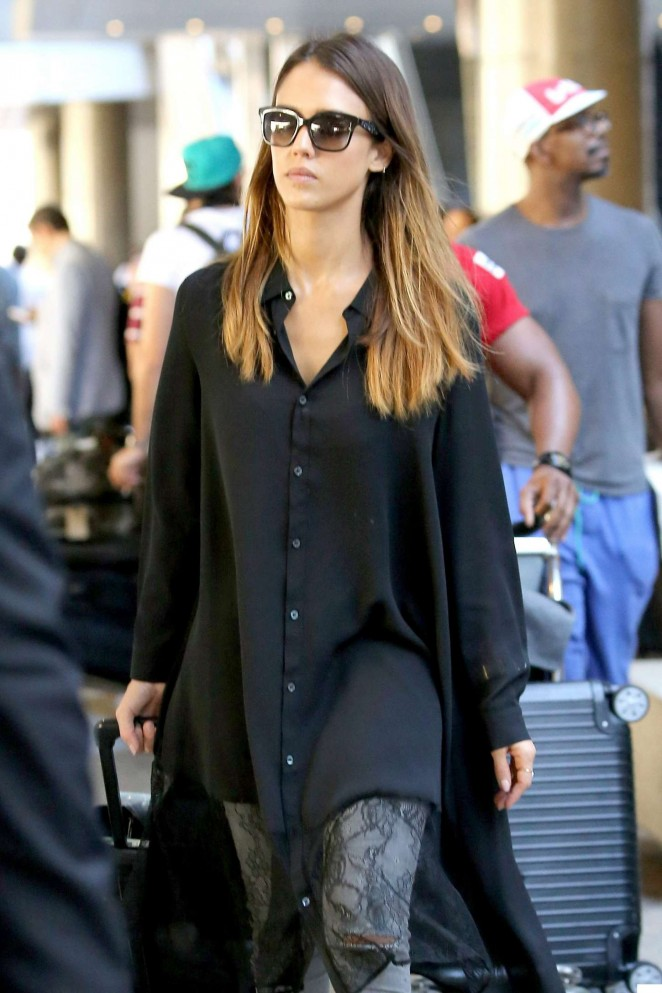 Jessica Alba - Arrives at Los Angeles International Airport