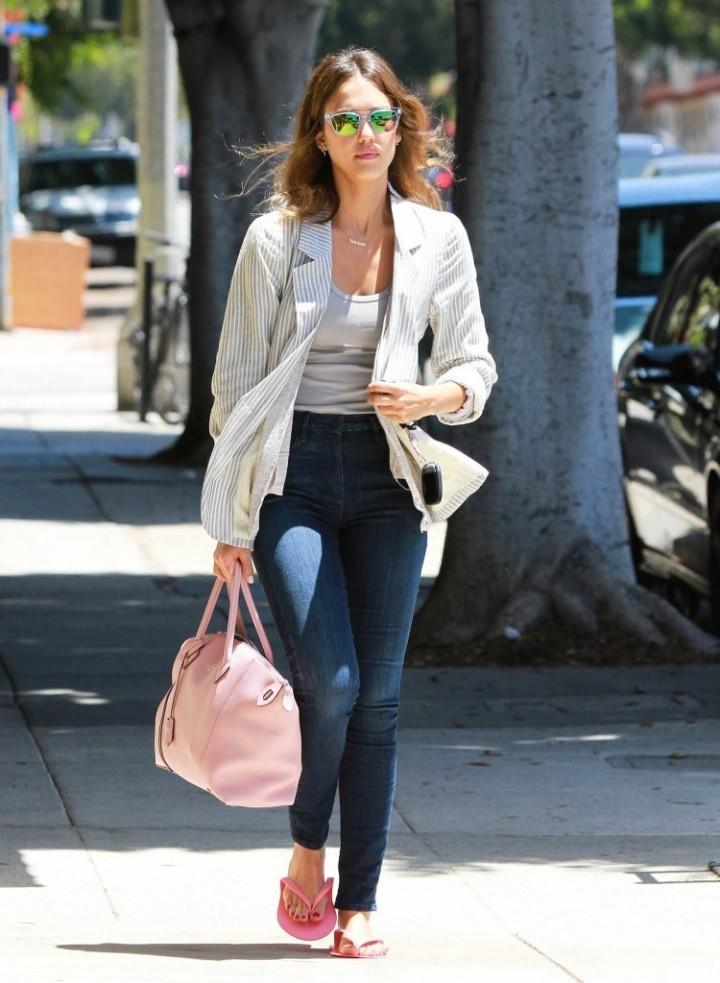 Jessica Alba in Jeans -09