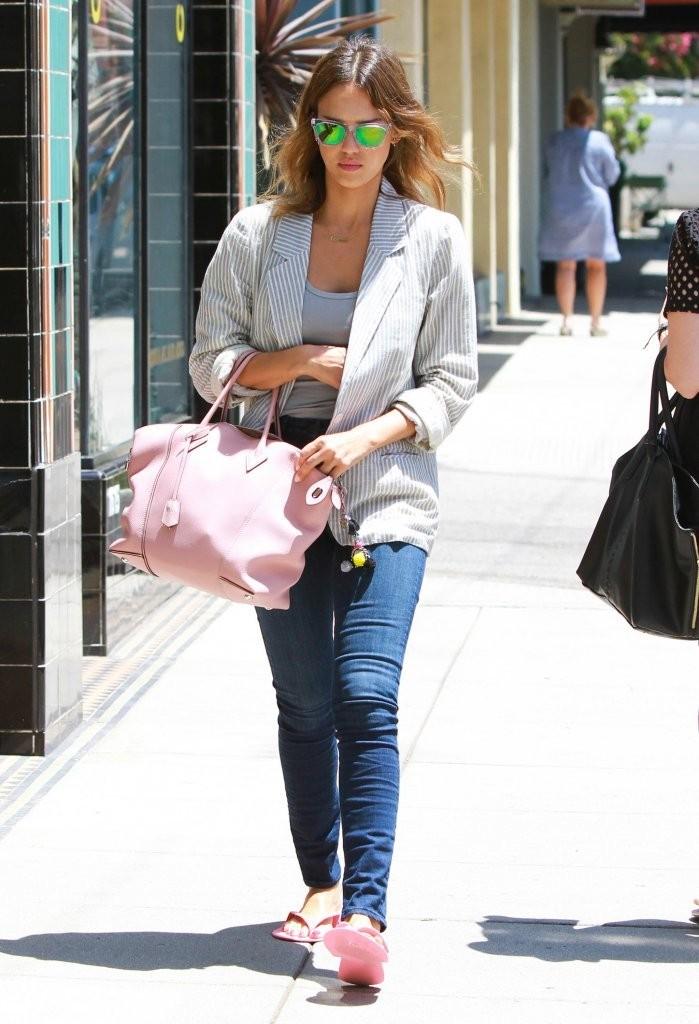 Jessica Alba in Jeans -12