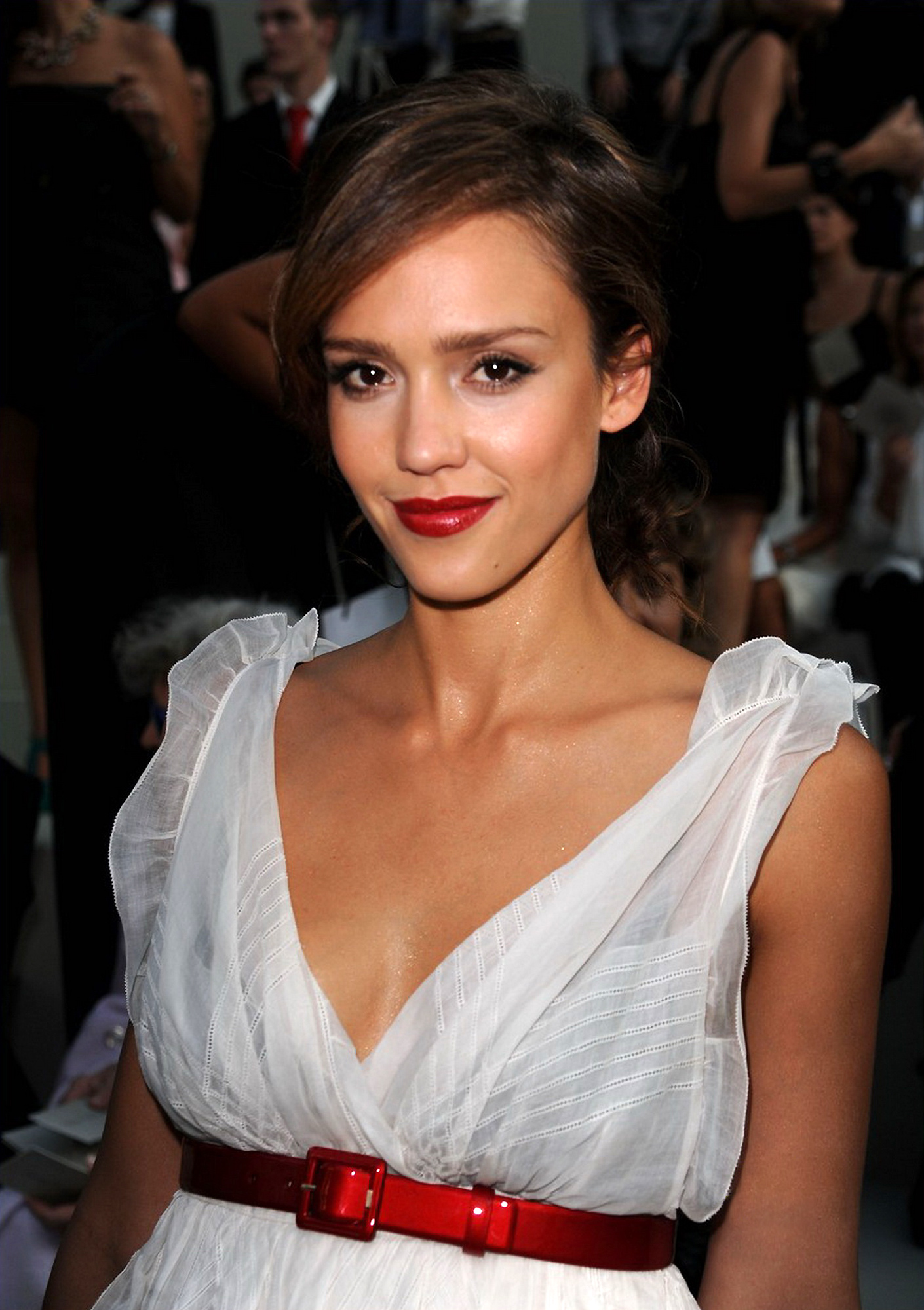 Jessica Alba's Shows Serious Cleavage