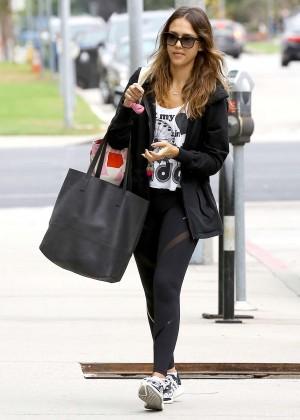Jessica Alba in Leggings Heads to the gym in LA