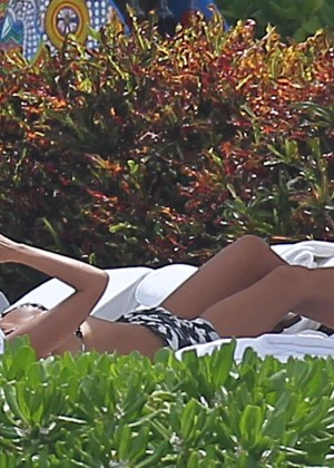 Jessica Alba Hot in a Bikini in Mexico -13