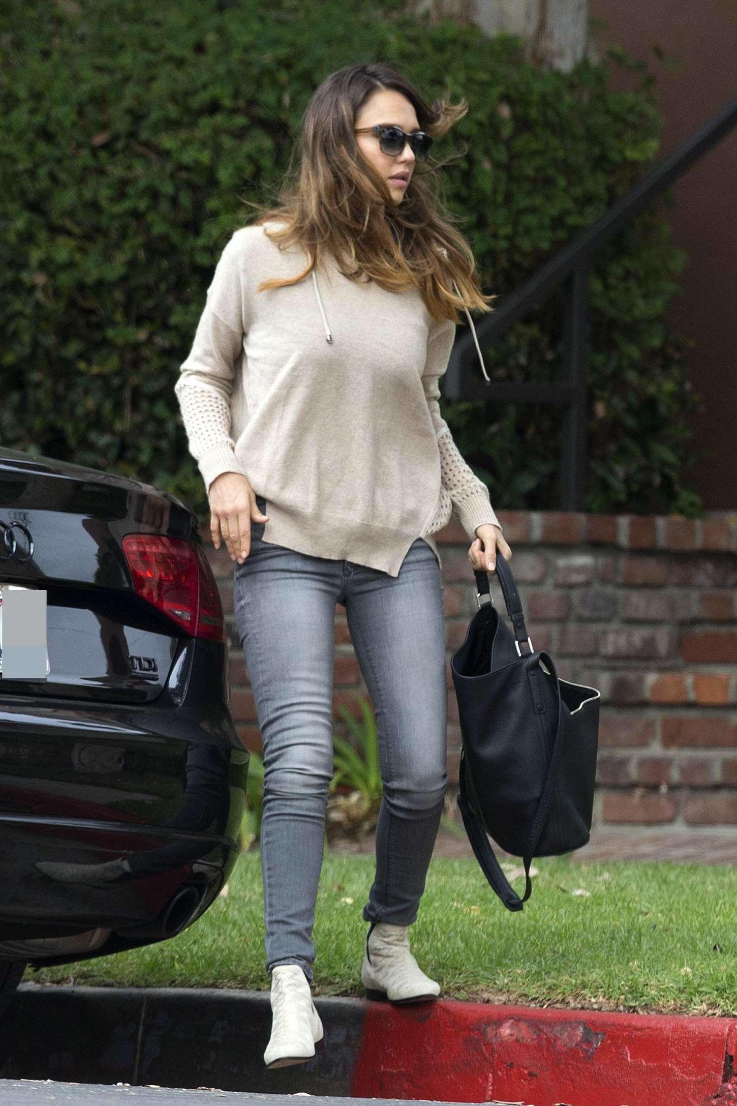 Jessica Alba in Jeans ... Jessica Alba