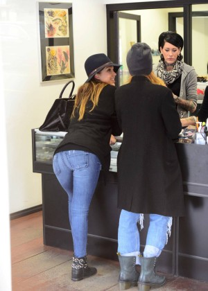Jessica Alba in Tight Jeans -06