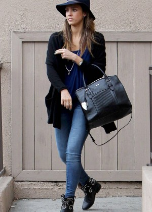 Jessica Alba in Tight Jeans -13